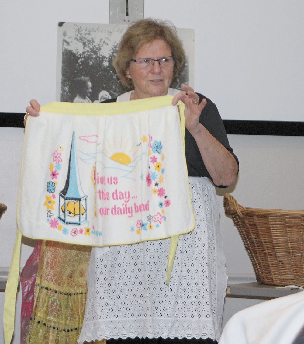 'Remembering the Apron' program presented at library
